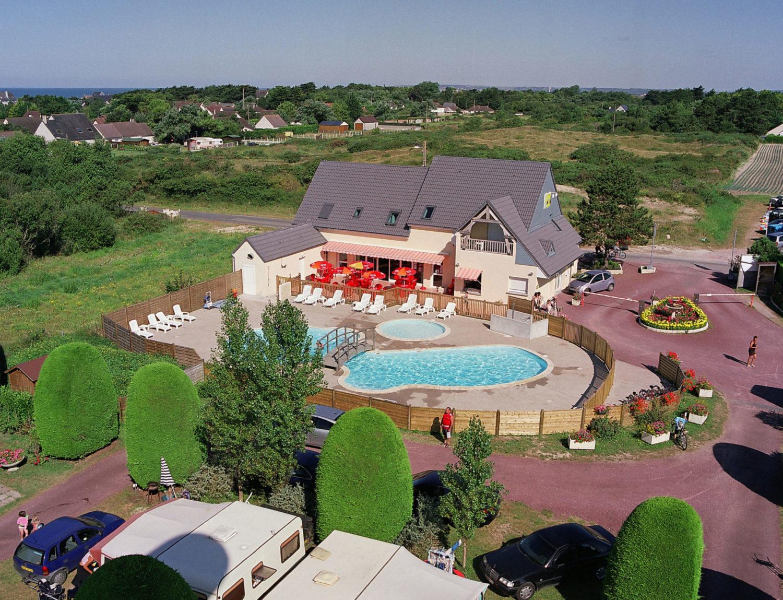 vue aerienne camping avec piscine - camping esperance 4 etoiles avec espace aquatique - cotentin - normandie