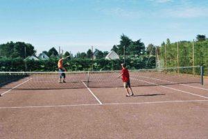 Activite camping - equipement - terrain tennis - activite enfants - camping esperance 4 etoiles avec espace aquatique - Cotentin - Normandie