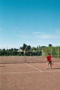 Activite camping - equipement - terrain tennis - activite famille - camping esperance 4 etoiles avec espace aquatique - Cotentin - Normandie