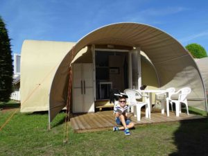 Location tente coco sweet exterieur face - camping esperance avec espace aquatique - cotentin - normandie