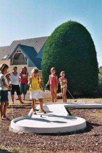 activite camping - equipements - mini golf - activite enfants - camping esperance 4 etoiles avec espace aquatique - cotentin - normandie