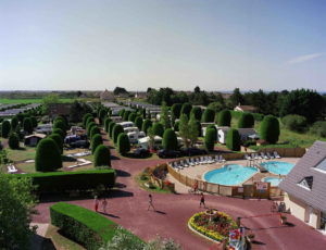 camping-esperance-denneville-vue-aerienne-cotentin-normandie-piscine-arbre