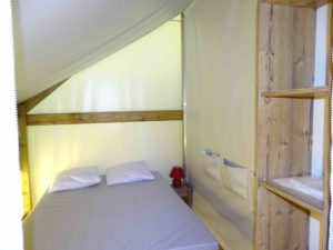 location tente amenagee sahara lodge - chambre double - camping esperance 4 etoiles avec espace aquatique - cotentin - normandie