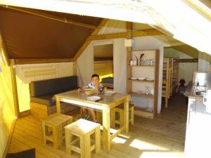 location tente amenagee sahara lodge - interieur - camping esperance 4 etoiles avec espace aquatique - cotentin - normandie