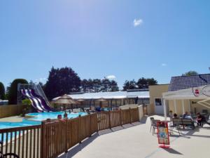 espace-aquatique-terrasse-camping-esperance-denneville-cote-desisles-normandie