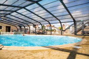 Piscine couverte chauffée espace aquatique camping Espérance côte des Isles Normandie